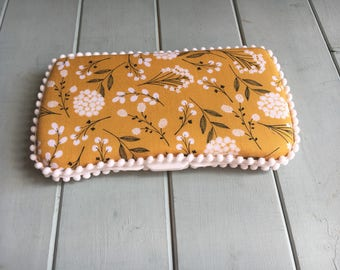 Flowers Mustard, Wipe Case, Wipes Case, Baby Wipe Case, Baby Wipes Case, Travel Wipe Case, Wipes Holder, Diaper Bag, Baby Gift, Babyshower