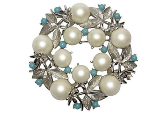 Sarah Coventry Pearl Wreath Pin