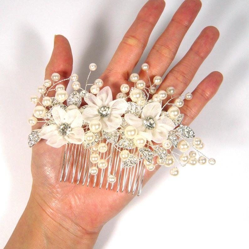 White Chiffon Fabric Flower Crystal Rhinestone Leaf Faux Pearl Silver Metal Comb Clip Pin Wedding Bridal Jewelry Fashion Women Lady Girl New