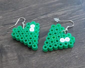 Green/White heart earring.