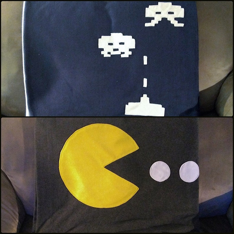 online store 6a168 9234a Couverture en Polar jeux vidéo rétro Pac-Man Space Invaders   Etsy