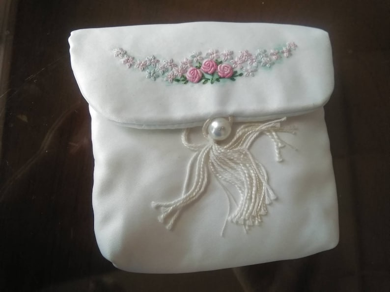 Elegant Vintage Grub Roses silk purse beautifully hand made by Anne Humphreys extensive florals approx 4 x4 inches