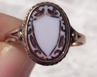 Antique Carved Sardonyx Gold Ring -9ct
