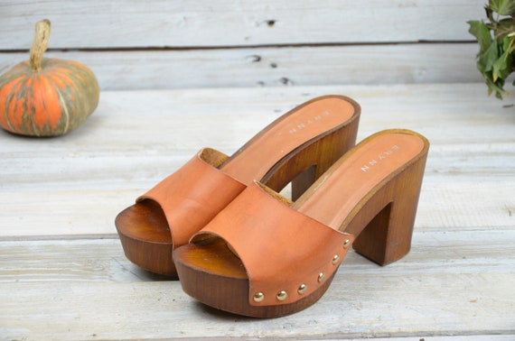 "Wooden sandals ""ERYNN""- Leather clogs - Women sand"
