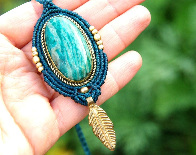 Macrame necklace with AMAZONITE stone, brass, nickel-free, stone talisman, yoga amulet, macrame necklace, adjustable, macrame pendant, yoga