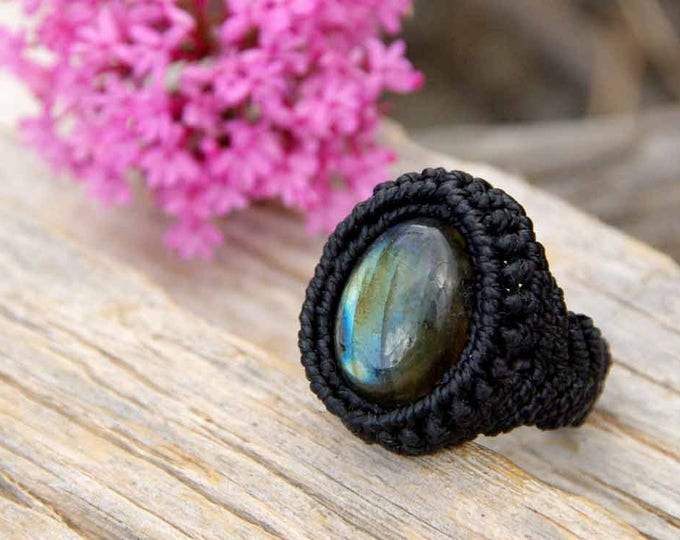 Macramé ring with MAGIC labradorite, knotted, water resistant, tribal ring, stone ring, thread ring, black ring, yoga amulet, ring talisman