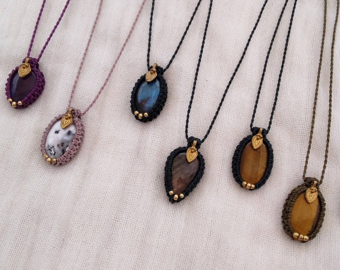 Stone Macrame Necklace with brass, to choose between: amethyst, dendritic agate, labradorite and tiger's eye, stone amulet, nickel free
