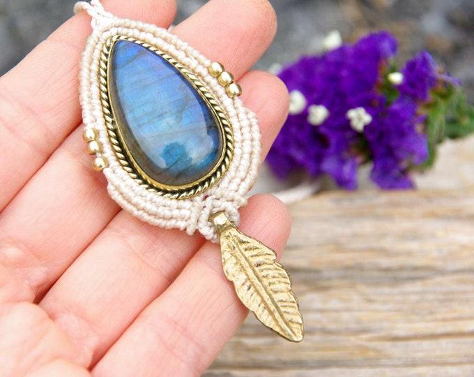 Macrame and brass pendant with Labradorite, fairy pendant, spiritual jewelry, talisman yoga, magic labradorite, amulet stone, nickel free