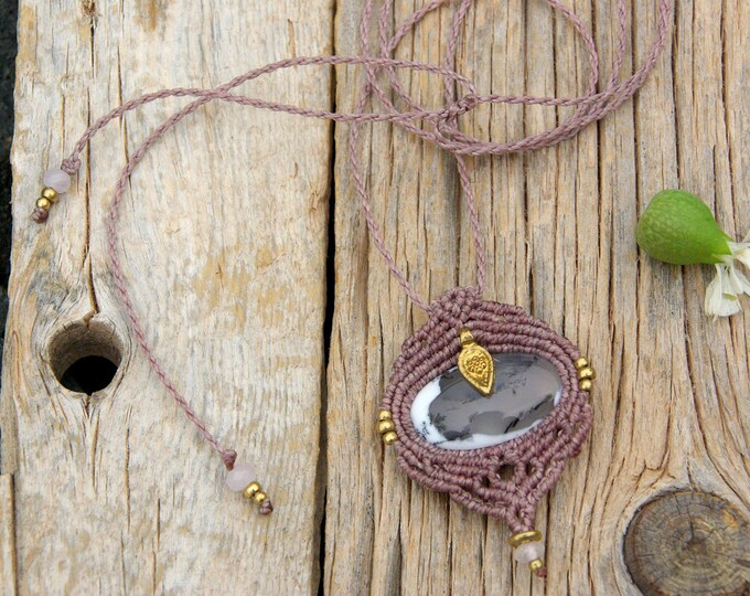 Macrame pendant with Dendritic Agate, knots pendant, fairy jewelry, talisman yoga, amulet stone, nickel free , brass necklace, talisman