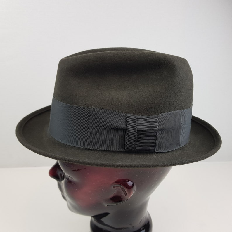 bc7c15671 Vintage Mens Fedora Hat Gray Size 7 1/8 Felt Banded Grosgrain Ribbon Bow  Midcentury Driving Cap Golf Fathers Day Gift Gumshoe Costume