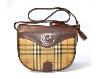 b4d9b6409e5 FREE Shipping Burberrys Vintage Tan Shoulder Bag Crossbody Medium Handbag  Purse Nova Haymarket Check Brown Leather Trim