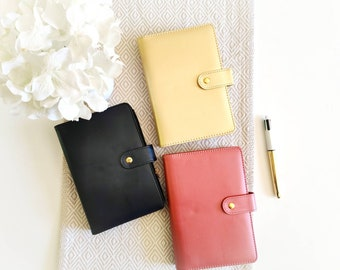 Small synthetic leather model agenda with contents included (90 sheets, 2 pouches, stickers, spacers)
