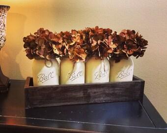 Painted Mason Jar Decor, Mason Jar Centerpiece, Floral Centerpiece, Mason Jars, Rustic Decor, Mason Jar Decor, Table Decor, Pallet Decor