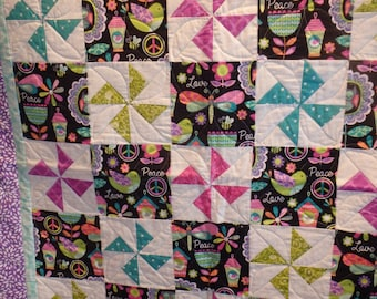 girl's quilt, baby girl quilt, homemade quilt, crib quilt, lap quilt, nursery decor, pink quilt, pink and purple quilt