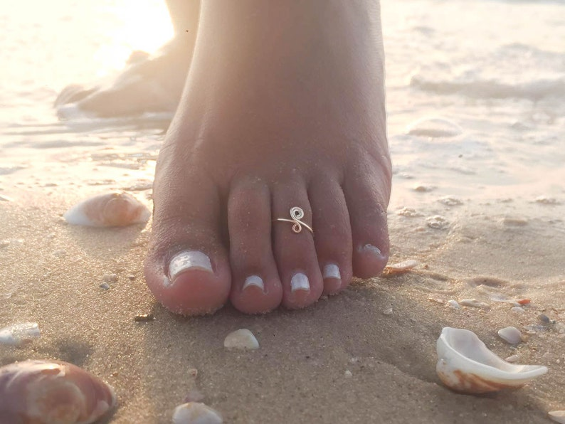 Toe Ring-Gold Toe Ring-Rose Gold Toe Ring-Spiral Toe Ring-Foot Jewelry-Adjustable Toe Ring-Beach Jewelry-Summer Jewelry-Boho Toe Ring