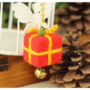 Wool Needlecraft Needlepoint Needle Felted Felting Special Cellphone Kit Key Chain Starter Christmas Xmas Tree  Decor Green Flower Ball
