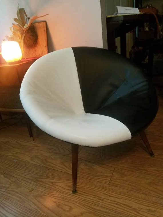 Outstanding Vintage Mid Century Modern Saucer Chair Round Chair Black White Walnut Legs Mcm Furniture Pabps2019 Chair Design Images Pabps2019Com