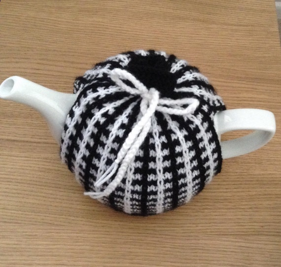 Vintage Two Colour Tea Cosy Knitting Pattern Teapot Cover Tea Cosy