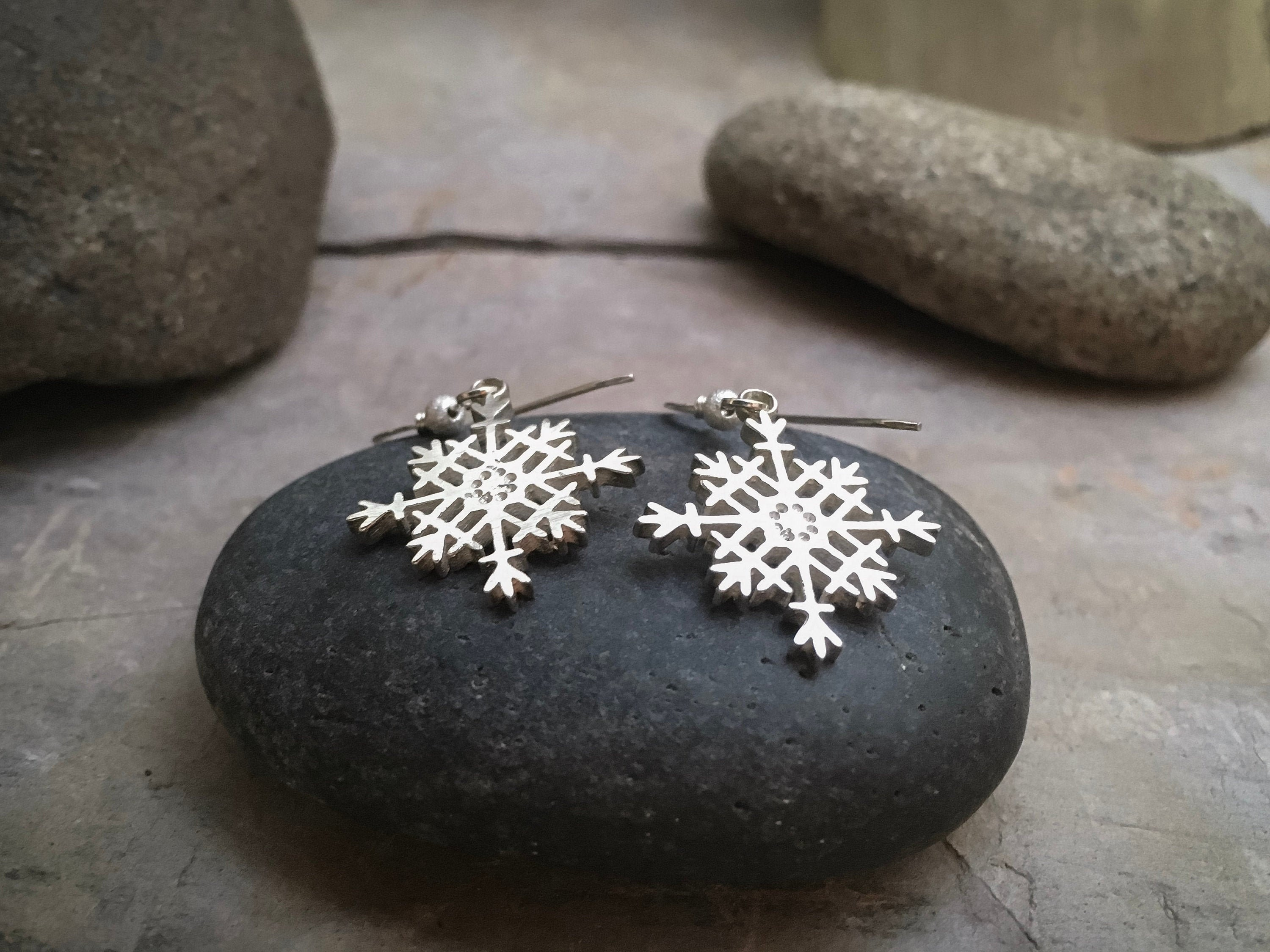 Snowflake Earrings in solid Sterling Silver - Jewelry for anniversary gift, gift for mom, birthday gift, wife gift or gift for girlfriend!