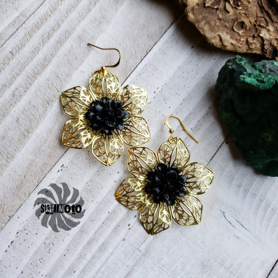 Golden Pansy, Black Tridacna and Filigree Flower Earrings
