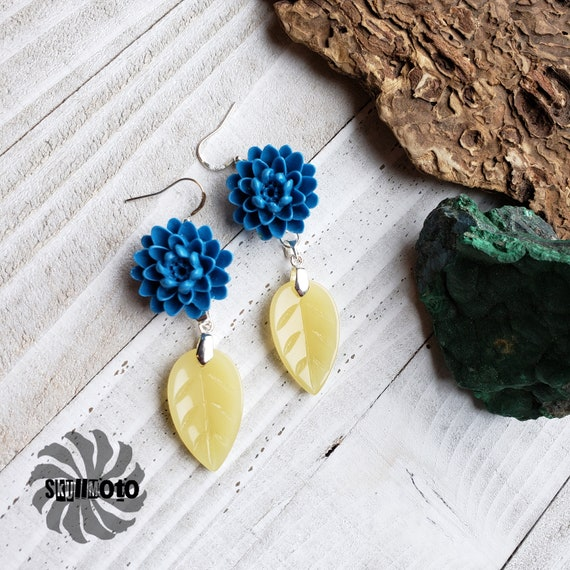 Blue Dalia Tridacna Flower and Jade Leaf Earrings