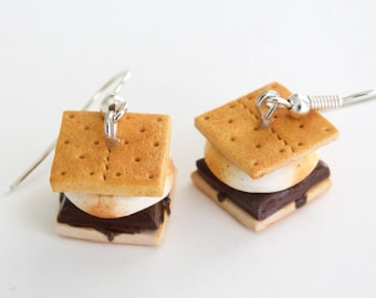 S'mores earrings, food earrings, food jewelry, polymer clay jewelry, s'mores charm, miniature food jewlery, summer earrings