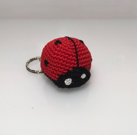 Ravelry: Ladybug Keychain pattern by Denise Mazzini | 561x570