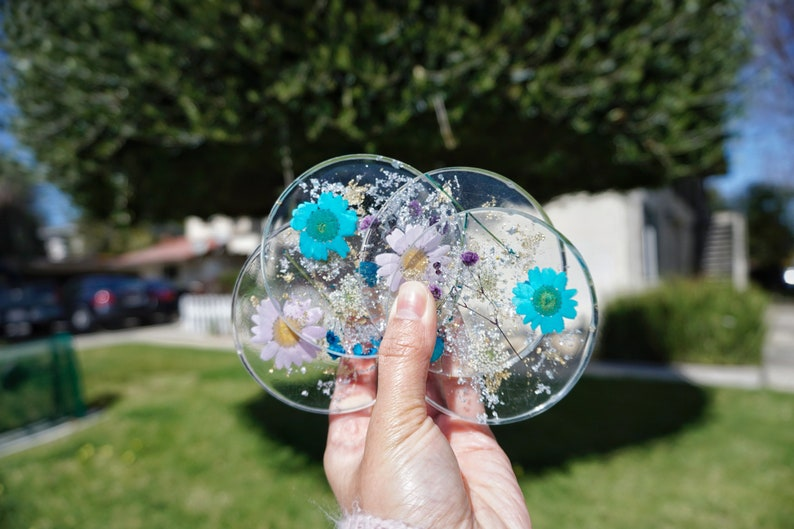 LavenderBlue Pressed-Flowers Clear Resin Round Coasters 5 pieces Holder Set
