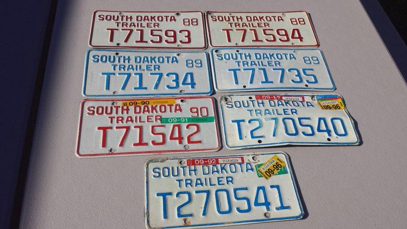 RUSHMORE 1990 Sticker SOUTH DAKOTA LICENSE PLATE RED//WHITE//BLUE MT