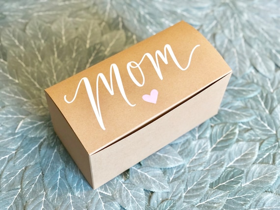Mother's Day Personalized Gift Box | Mom Gift Box | Choice of Heart Color | Optional Message Inside