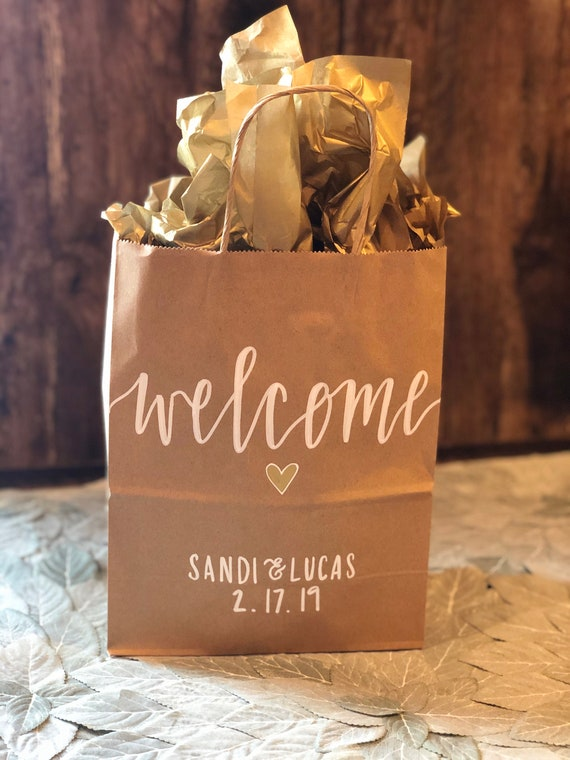 Wedding Welcome Bags | SET of FIVE or TEN Personalized Brown Kraft Recycled Gift Bags w/ White Ink & Heart | Modern Calligraphy | Hotel Bags