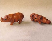 Carved Signed Boxwood Rhinoceros Ojime Netsuke Bead 34x16x12.5mm Brown