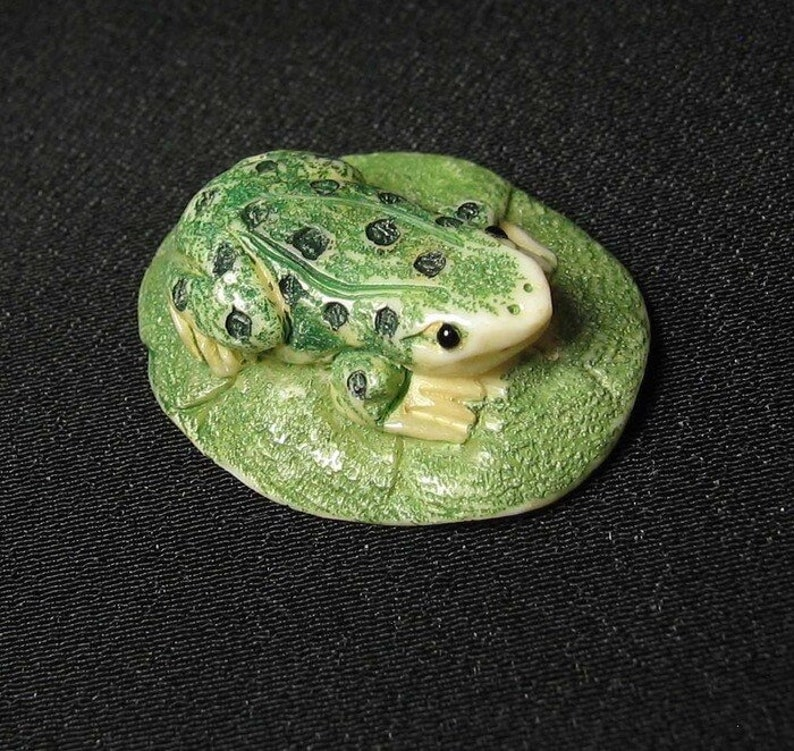 Hand Carved and Scrimshawed Speckeled Frog On Lotus Leaf Pendant Bead 10403C