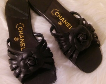 64fc31cea4dc Vintage 1990 s CHANEL Camellia Flower Flat Black Leather Slides Mules  Sandals Shoes Womens Size Women s 37.5 7M