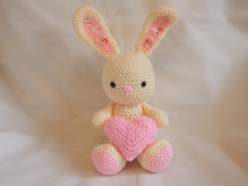 Bunny heart amigurumi pattern | Crochet bunny, Crochet patterns ... | 596x794