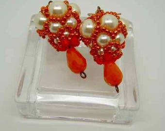 Symmetrical earrings with pearls of Bohemia and Saffron Cream