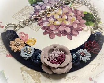 Felt necklace with flowers