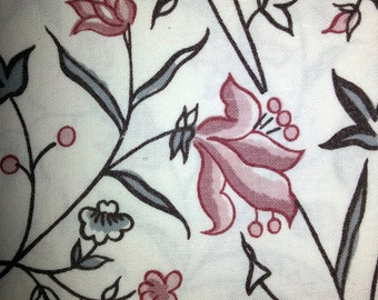 Scandinavia Vintage printed quilt fabric in cotton in pink flower and white bottom color from Sweden 1970s.