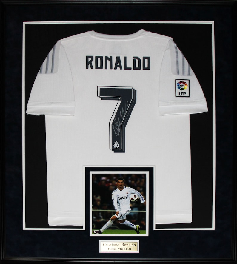 sale retailer 4135d 09bdb Cristiano Ronaldo Real Madrid FC Signed Soccer Football Jersey Collector  Frame