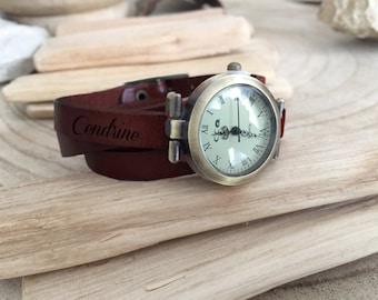 Women's vintage effect leather watch to personalize, engraved gift for retro woman