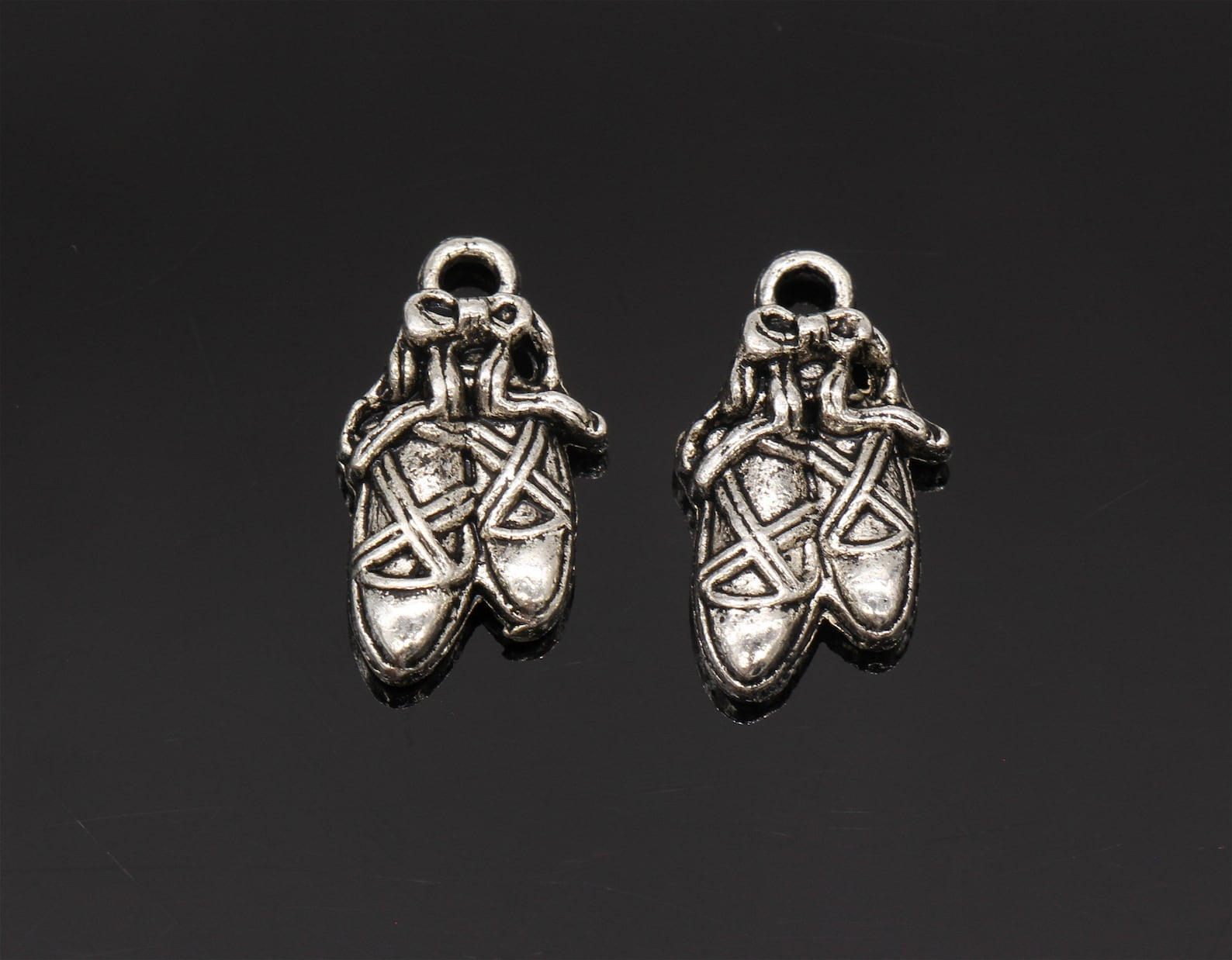 8 pcs ballet slipper charms toe shoe charms pendants antique silver tone 20x12mm - yd3391