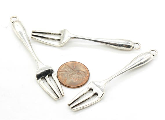 10 Plate and cutlery charms antique silver tone FD180