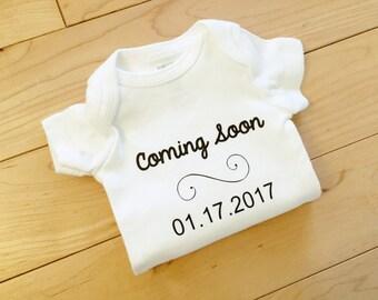 Pregnancy Announcement Bodysuit / Pregnancy Reveal / I'm Pregnant Bodysuit / Coming Soon / Baby Announcement Personalized / Expecting
