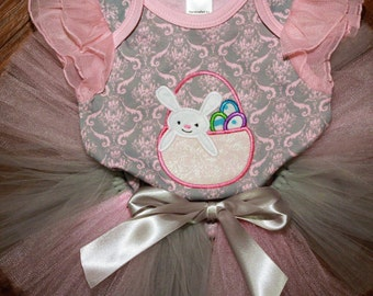 baby girl Easter outfit,girl Easter dress,Easter bodysuit,Easter shirt,Easter tutu,Pink and silver tutu,baby shower gift,girl 1st Easter