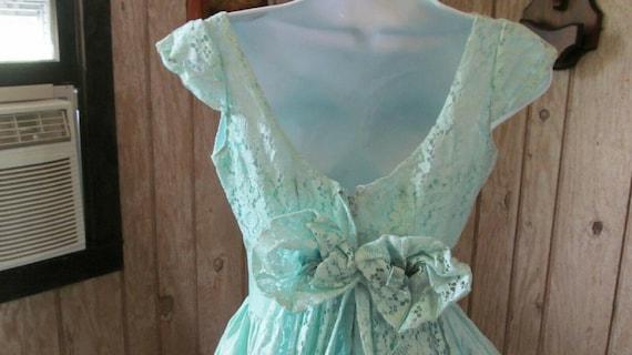 Vintage Ladies Aqua Prom Gown Lace Union Made 193… - image 5