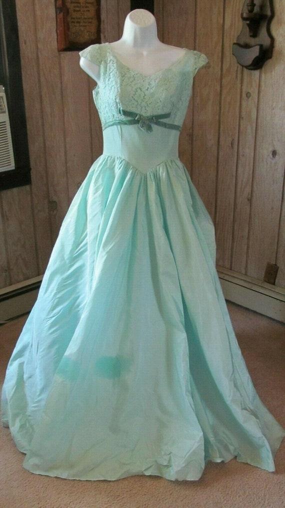 Vintage Ladies Aqua Prom Gown Lace Union Made 1930