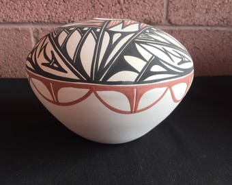 Handpainted Native American, Navajo ceramic seed pot