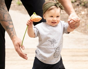 ORGANIC Baby/Kids T-shirt -Mouse with Clover Blossom (Heather Grey Shirt)