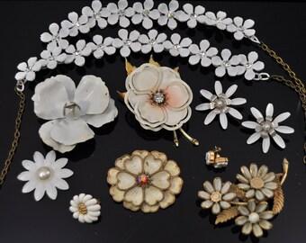945360ed1d35 White Vintage Jewelry Lot /214