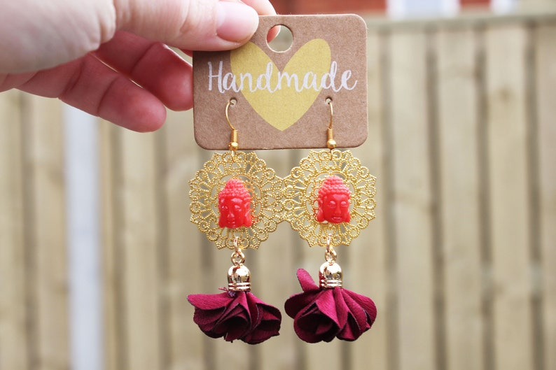Red boeddha earings with flower tassels